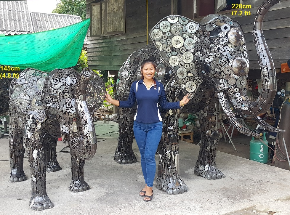 03-Elephant-And-Baby-Namfon-Suktawee-Animals-Art-made-by-Upcycling-Scrap-Metal-in-Thailand-www-designstack-co
