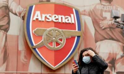 عمدة لندن خان يعارض استئناف الدوري الانجليزي في يونيو