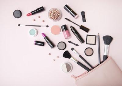 Cara Memilih Kosmetik Yang Aman