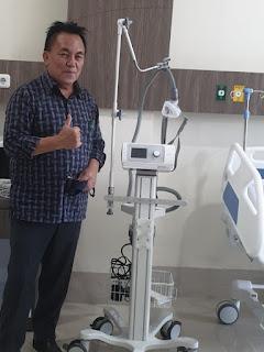 Keluarga Dondokambey - Tamuntuan Berikan Bantuan Alat Ventilator di RS Awaloei