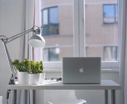 Tips Jitu Memilih Meja Kerja Kantor Terbaik