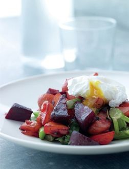 Vegetable biksemad with poached egg - Nordic Vegetarian Diet Recipes