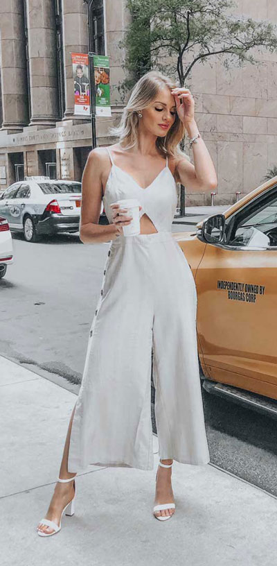 Do you like comfortable & cozy dress outfits? See these 29 Best Casual Dressy Outfits to Look Fantastic. Women's Style + Fashion via higiggle.com | white jumpsuit | #fashion #dress #casualoutfits #jumpsuit