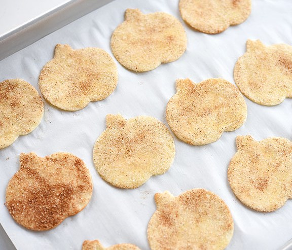 How to Bake Easy (and Addictive) Cinnamon Sugar Chips #desserts #sweets