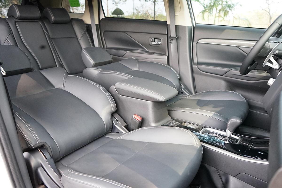 Mitsubishi Outlander 2020 - xe gia đình thực dụng