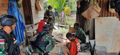 TNI Kunjungi Salah Satu Kepala Suku di Perbatasan Papua