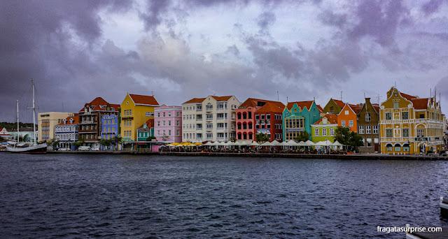 Handelskade, conjunto de casinhas coloridas de Curaçao