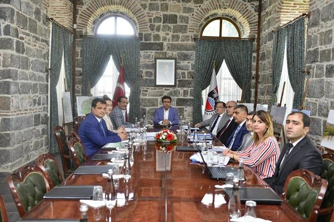 Diyarbakır Sur'daki çalışmalarla ilgili toplantı düzenlendi