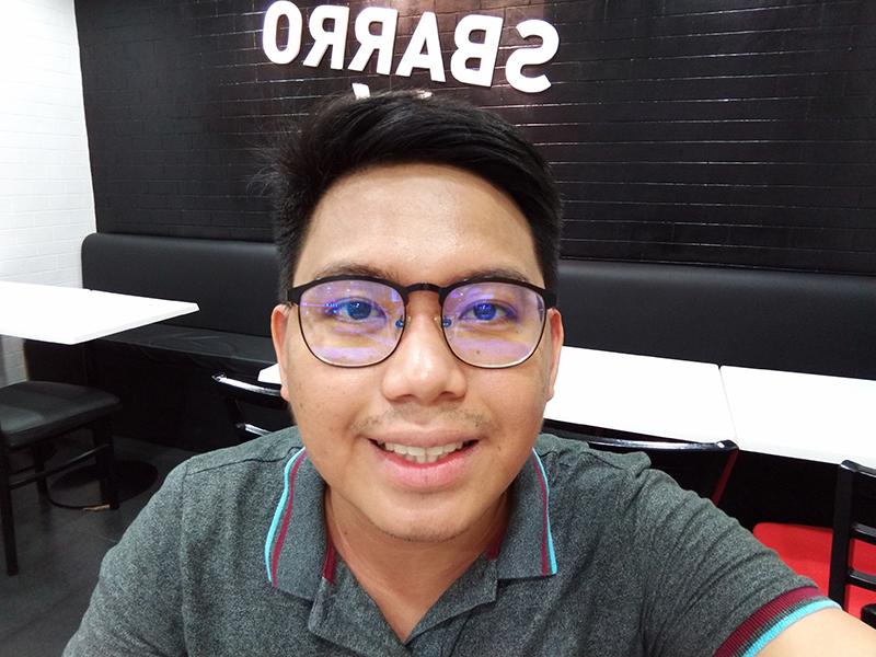 Zen 5 indoor selfie