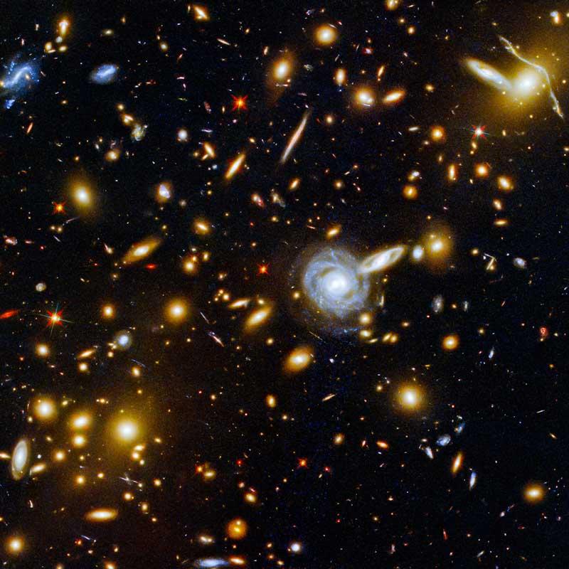 Hubble mostra aglomerado de galáxias de todos os tipos