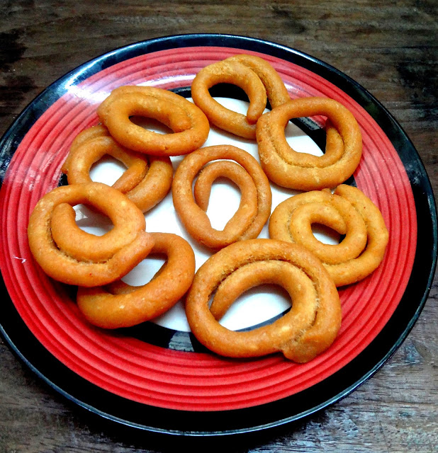 Kodbale kodubale crispy spicy rings from Karnataka also caled Ring murruku