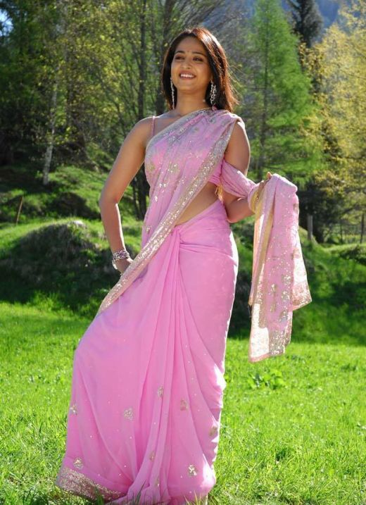 Anushka Shetty Hot Looking Photos In Pink Saree
