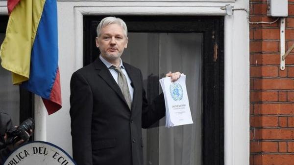 Assange: Rusia no es la fuente de publicación de correos de Clinton