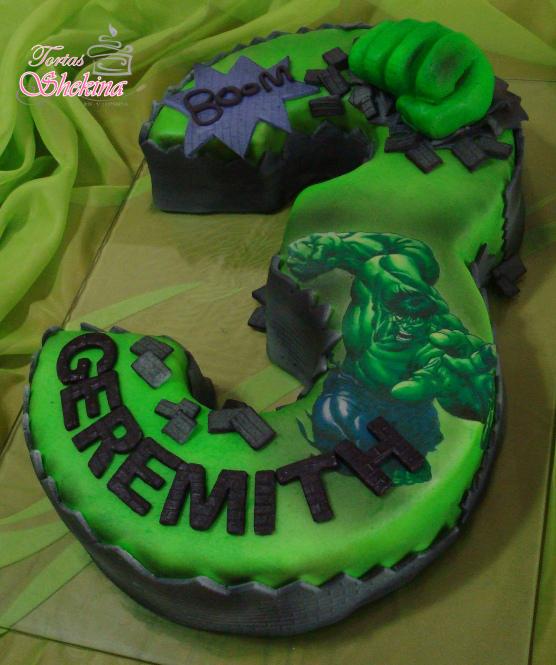 torta infantil de hulk en forma de 3