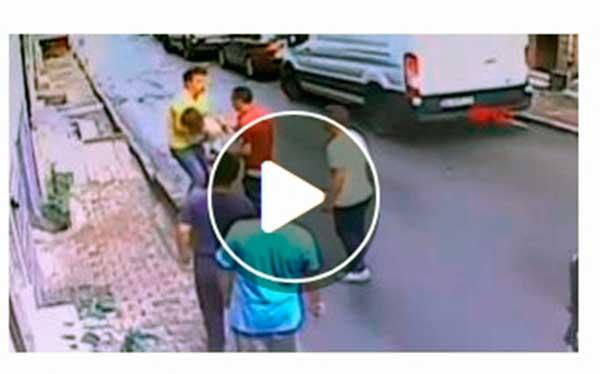 Un joven rescata a una niña en su caída desde una ventana