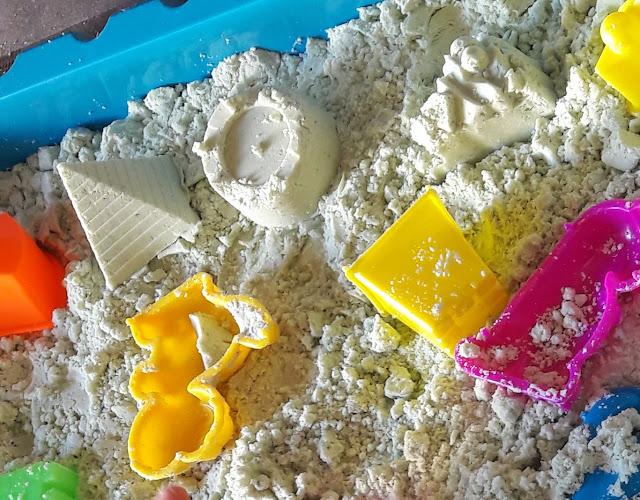 tutoriel diy enfant activité atelier créer sable magique facile naturel 0 3 ans maison