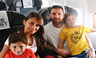Lionel Messi with his wife and children