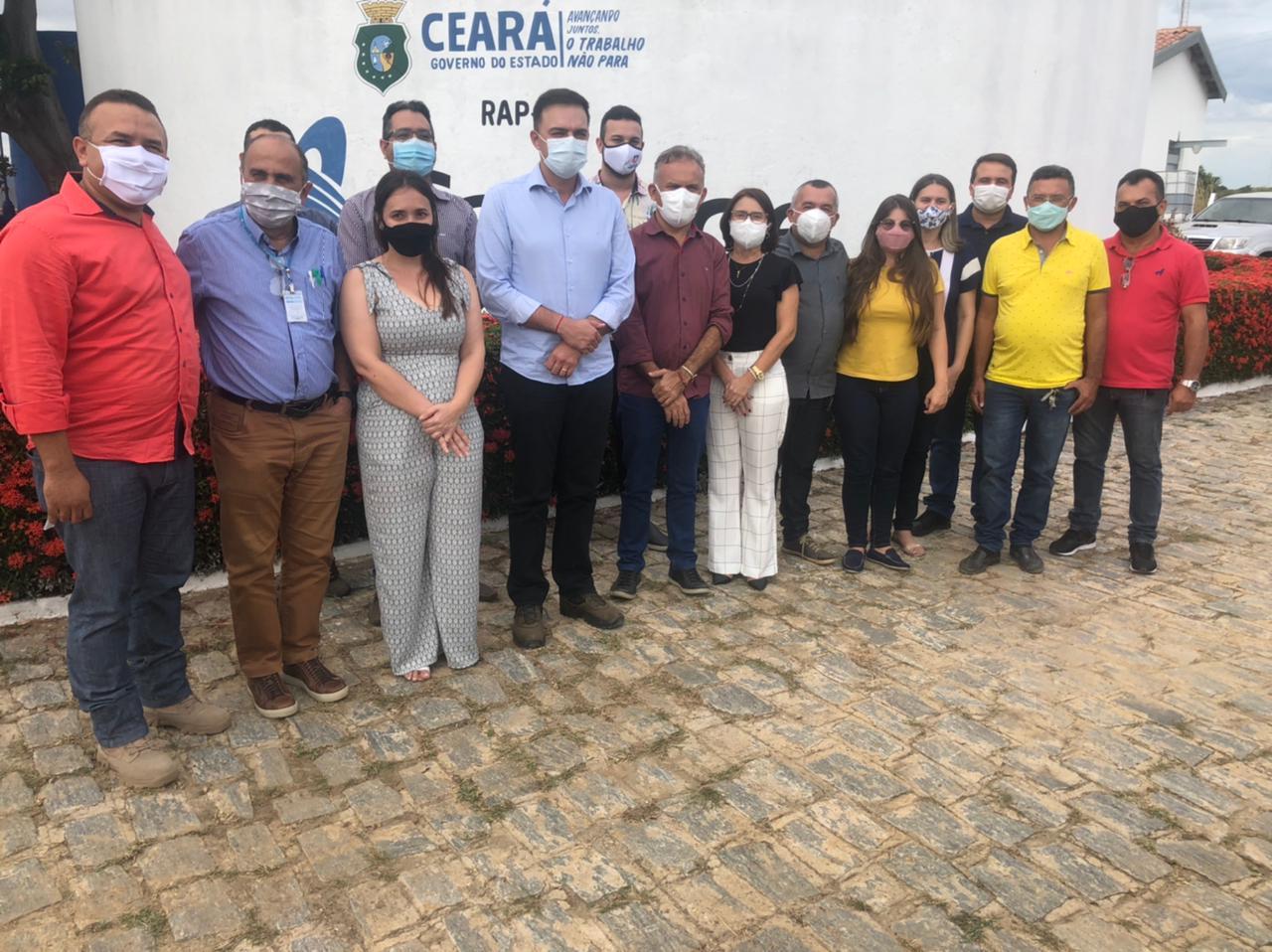 Deputado Fernando Santana garante abastecimento de água da Vila Tuica, zona rural de Aurora