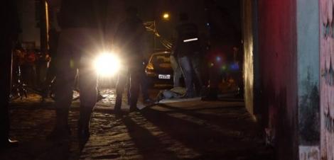 Grupo armado invade festa, dispara contra convidados e deixa dois mortos e um ferido em Mangabeira