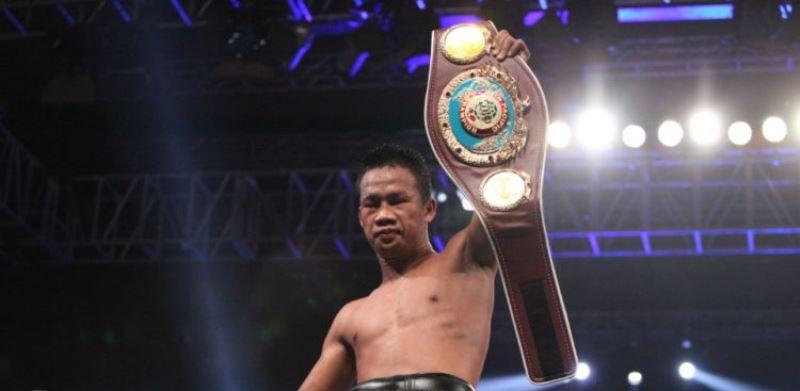 Daud Yordan Menang TKO Tumbangkan Petinju Thailand Aekkawee Kaewmanee
