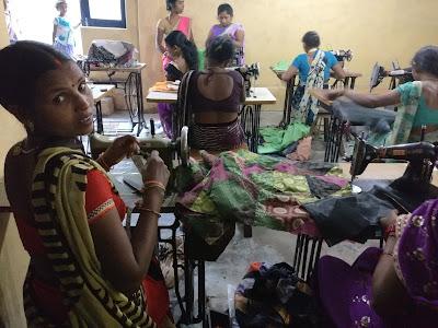 La ONG de Varanasi ofrece formación y empleo a mujeres sin recursos.
