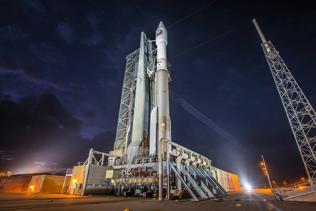 Atlas V 421 configuration rocket