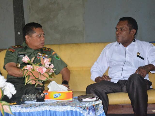 Yosua Pandit Sembiring Kunjungi Keluarga Besar Theys Hiyo Eluay
