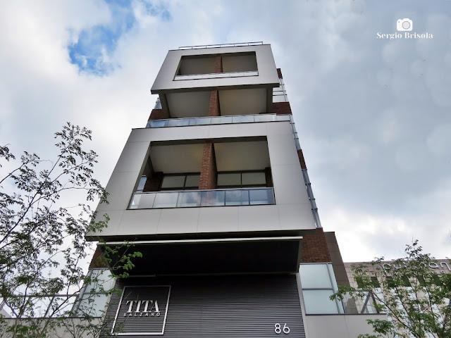 Perspectiva inferior do moderníssimo Edifício Tita Salzano - Vila Mariana - São Paulo