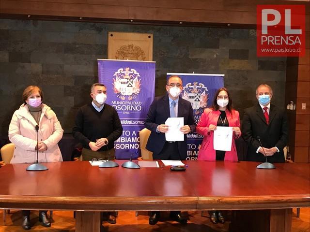Firma de convenio en Municipio de Osorno