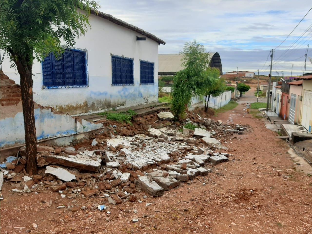 Gestão passada gastou mais de oitocentos mil reais com reforma da Escola Romão Sabiá; atual gestão recebeu prédio sucateado