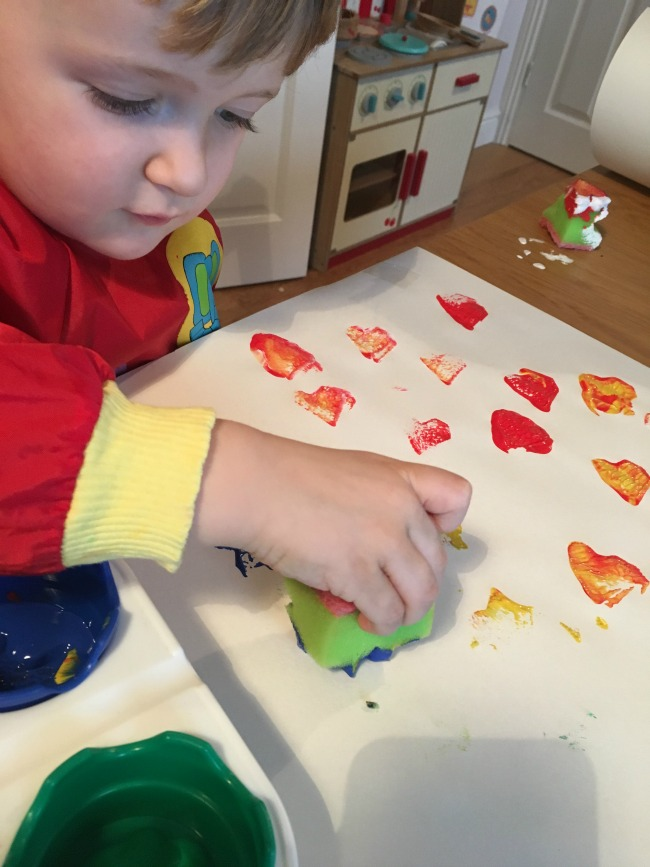 10-five-minute-games-for-toddlers-image-of-toddler-playing-paint-stamping