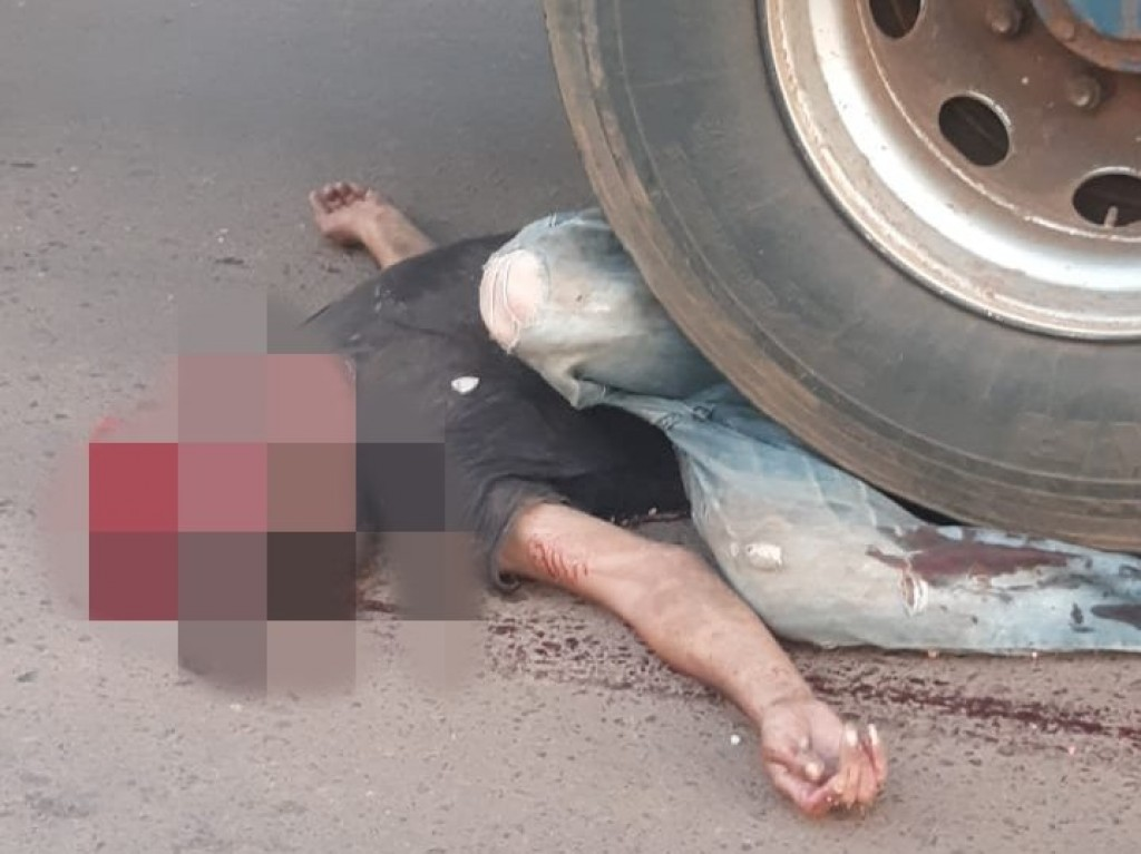 Andarilho morre após ter a cabeça esmagada por carreta no centro de Rolim de Moura