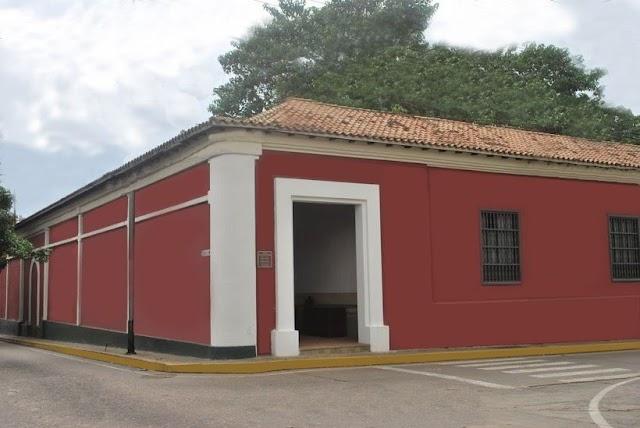 Efemerides: La Casa de La Estrella en Valencia, es declarada Monumento Histórico Nacional (1980).