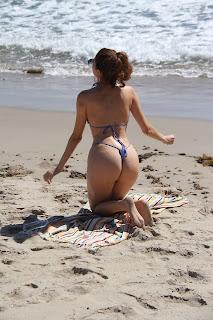 Blanca-Blanco-ignores-that-its-Fall-as-she-soaks-up-the-sun-at-the-Malibu-beach.-q7fbbpa1lq.jpg