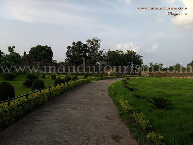 Information about Gadashah Palace Mandu