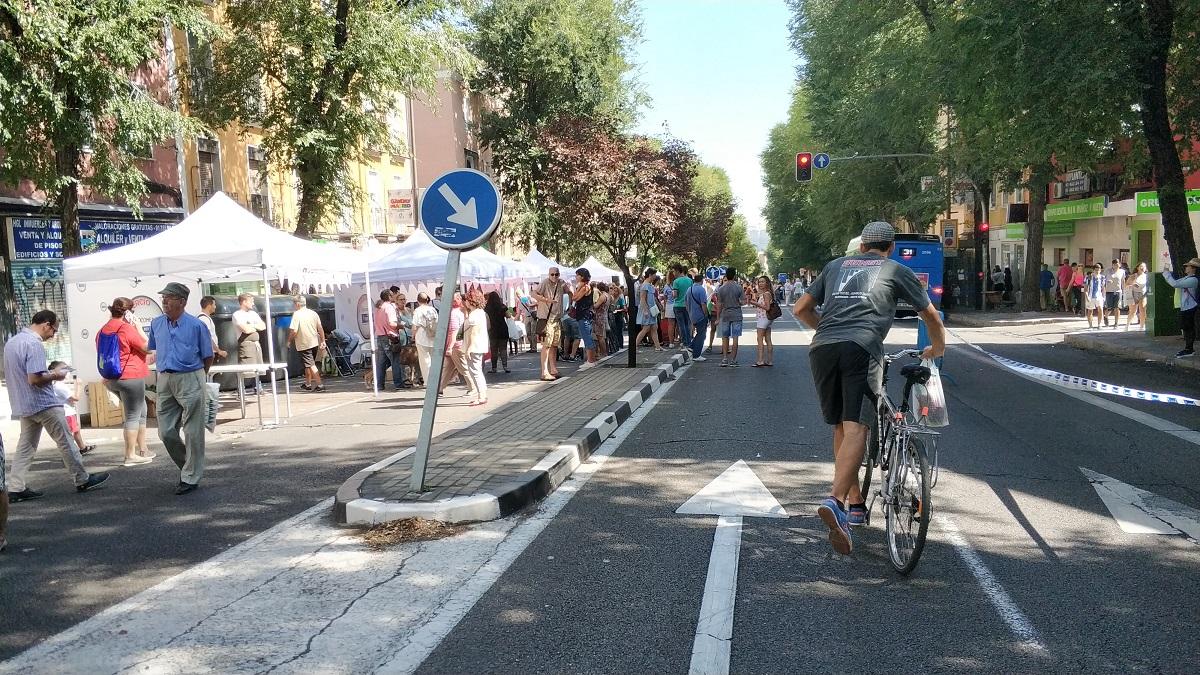 f27780981d6 ... Paseo de Extremadura peatonalizado a su paso por los barrios de Puerta  del Ángel y Batán, de las actividades programadas por la Junta de Latina  durante ...