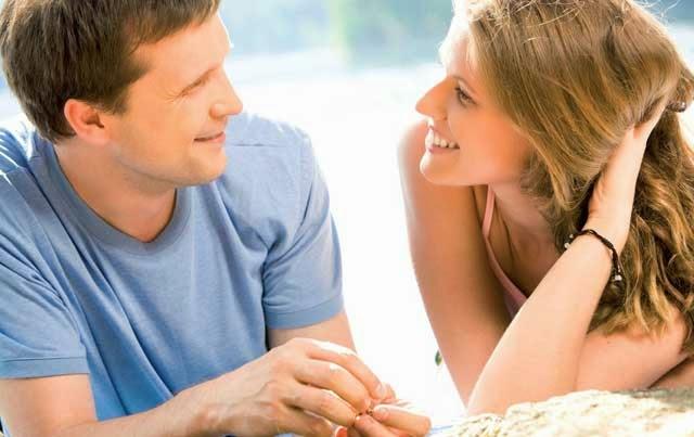 Οι 7 Κινήσεις Που Κάνει Μια Γυναίκα Για Να Σου Δείξει Ότι Πλέον Της Αρέσεις