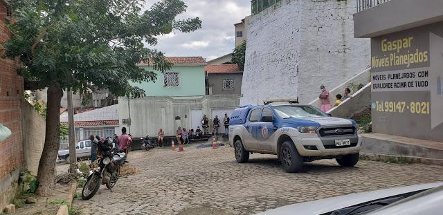 Homem cai de paredão no Bairro da Caeira em Jacobina
