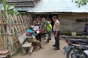 Sertu Ilhamri Ikut Menyaluri BLT-DD Tahap II di Desa Semambu