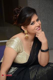 Anchor Shilpha Chakravarthy Stills in Saree at Jeelakarra Bellam Audio Launch  0060