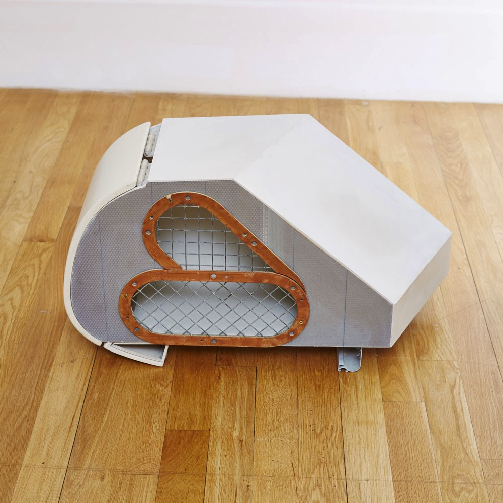 23-Rabbit-Hutch-Kevin-McCloud-Kevins-Supersized-Salvage-www-designstack-co