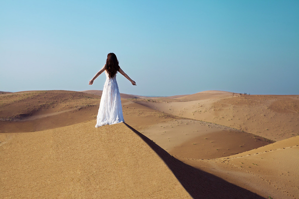 Gallery - Chinese beautiful model Liu Yan with Sexy White Dress on Desert Photo - P6