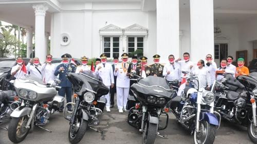 Gubernur Sumbar Apresiasi Club Motor PPM Salurkan Bantuan Sembako ke Masyarakat