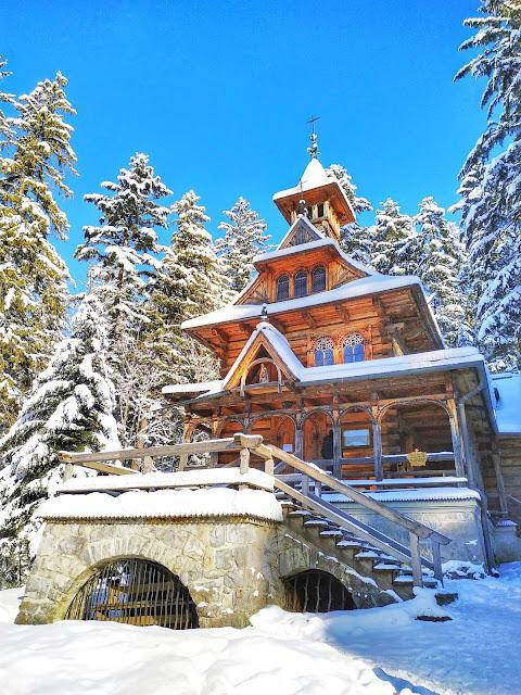 Jaszczurówka Kaplica znajduje się na małopolskim Szlaku Architektury Drewnianej