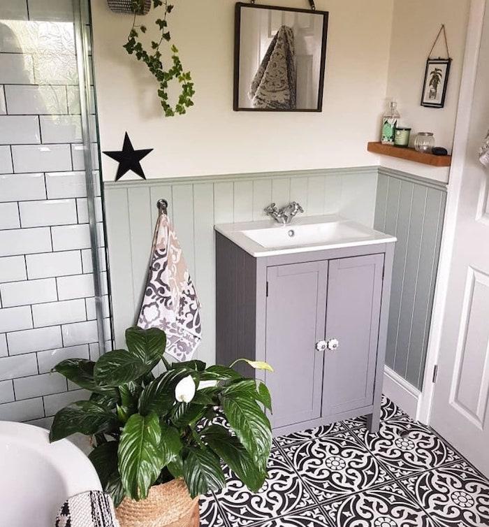 Detalle del mueble de lavabo pequeño.
