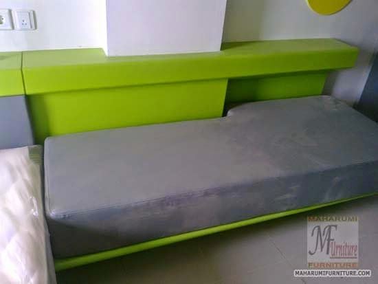 Projects Hotel Pop Tebet Jakarta: Sofa Bed Samping Tempat Tidur Finishing Cat Duco View Kamar Hotel