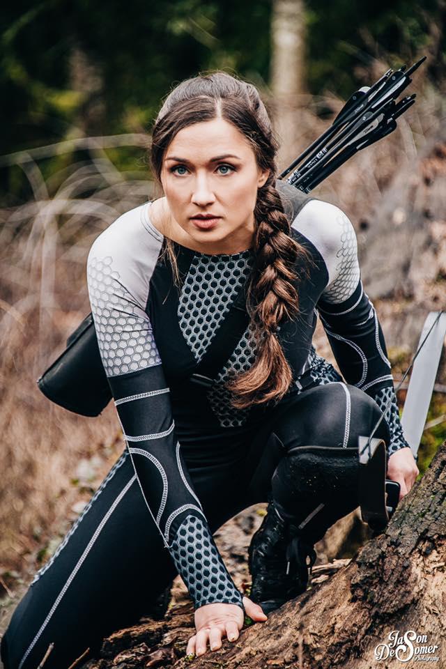 Carma con su cosplay de Katniss