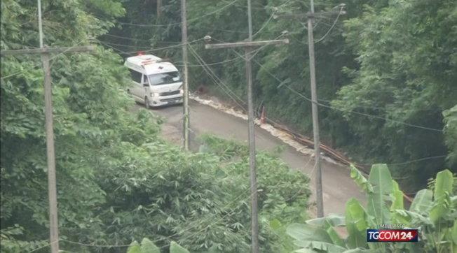 Treno travolge autobus: almeno 17 morti in Tailandia