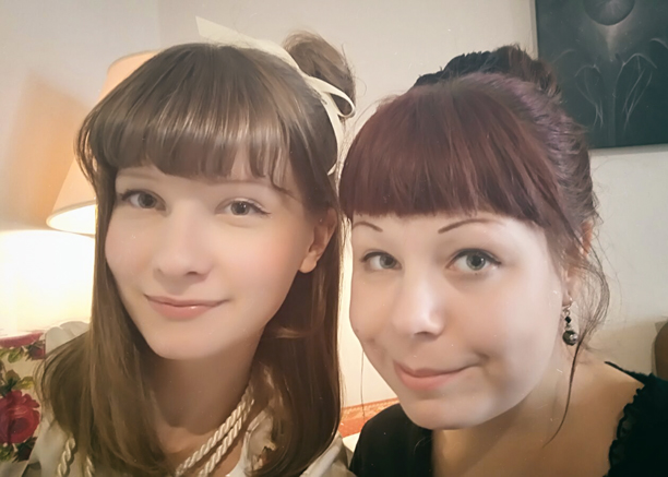 friend selfie between two lolitas