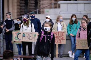 Greta Thunberg e jovens no mundo exigem ações contra a mudança climática